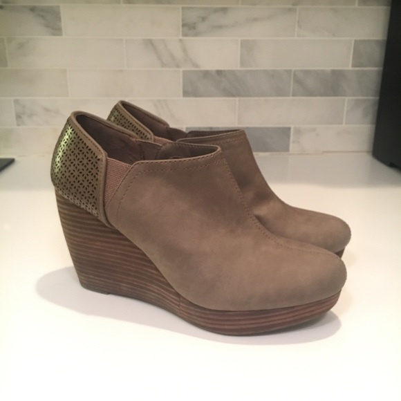 c7662b98d9e0 Dr. Scholl s Shoes - Dr Scholls Sz 8  Harlow  Taupe Wedge Ankle Boots